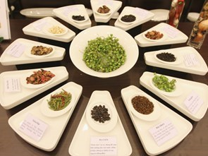 How does a spice map differ from a cuisine map?